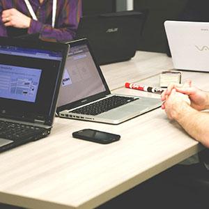 Siti Web Economici, Low Cost e Siti Internet Convenienti Realizzazione Siti Web Internet Web Agency | immagine ufficio